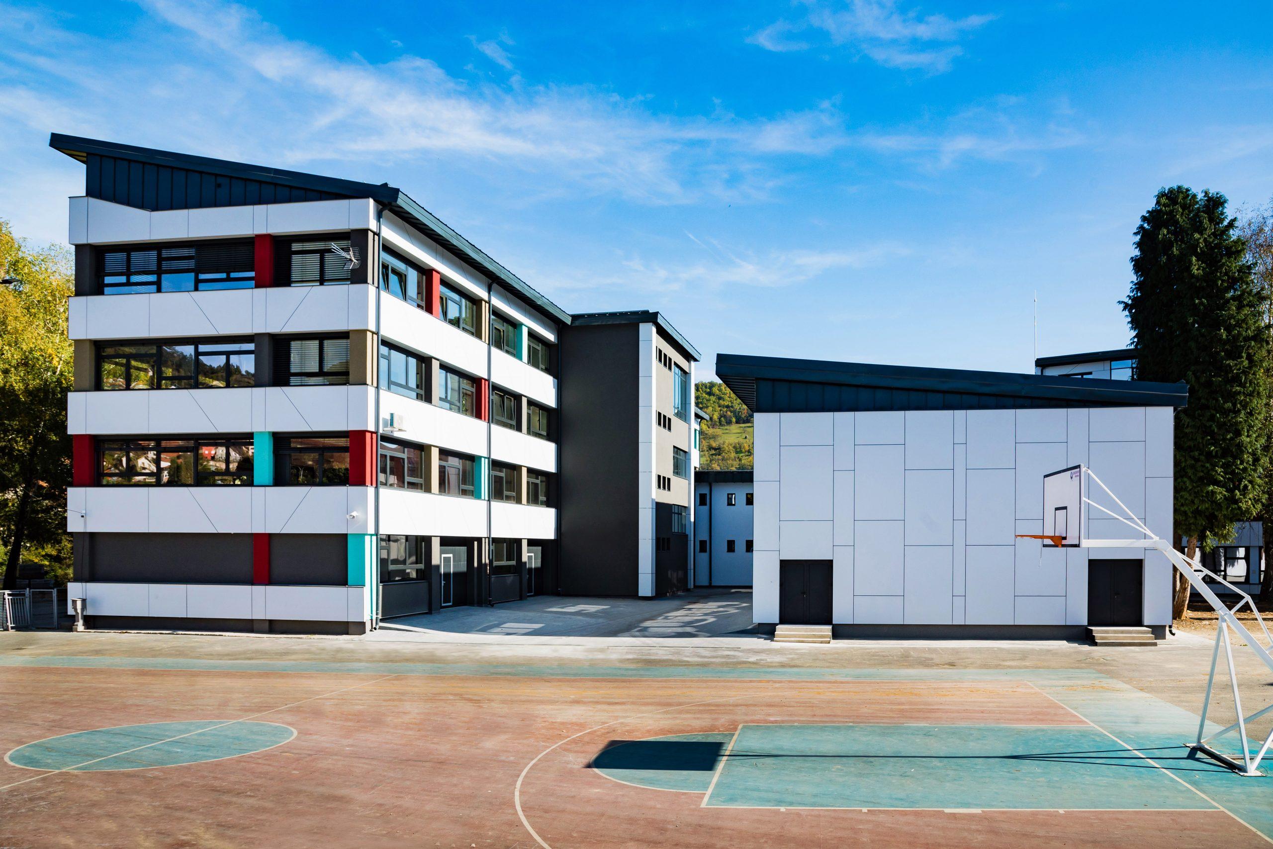 U samom centru Priboja se nalaze osnvna i srednja škola koje su u potpunosti rekonstruisane. Sada svojim izgledom plene i dominiraju u svom okruženju.